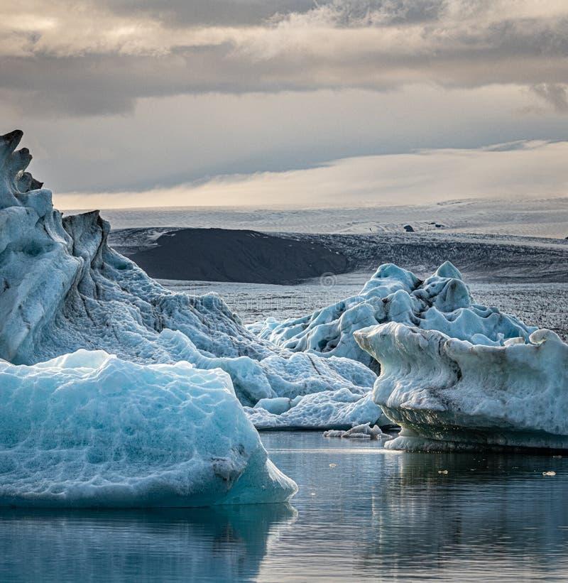 Sunset na famosa laguna Glacier Jokulsarlon, Islândia fotos de stock