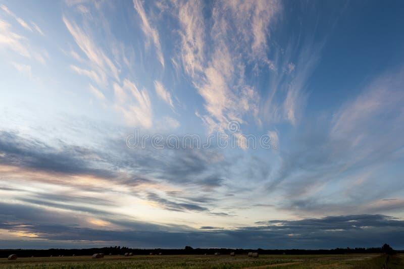 Sunset near Warman, Saskatchewan, Kanada lizenzfreie stockbilder
