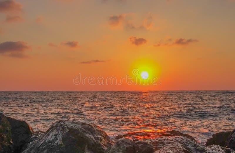 Sunset at Netanya Beach on Mediterranean Sea in Netanya, Israel stock afbeelding