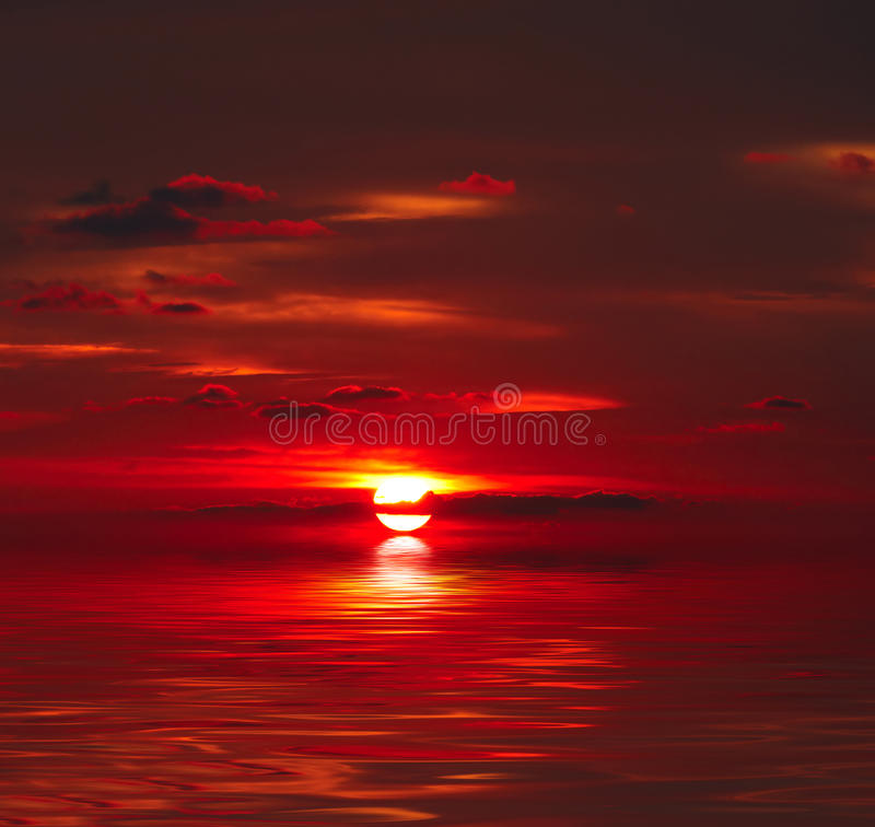 Free Sunset Over Water Royalty Free Stock Photography - 15337467