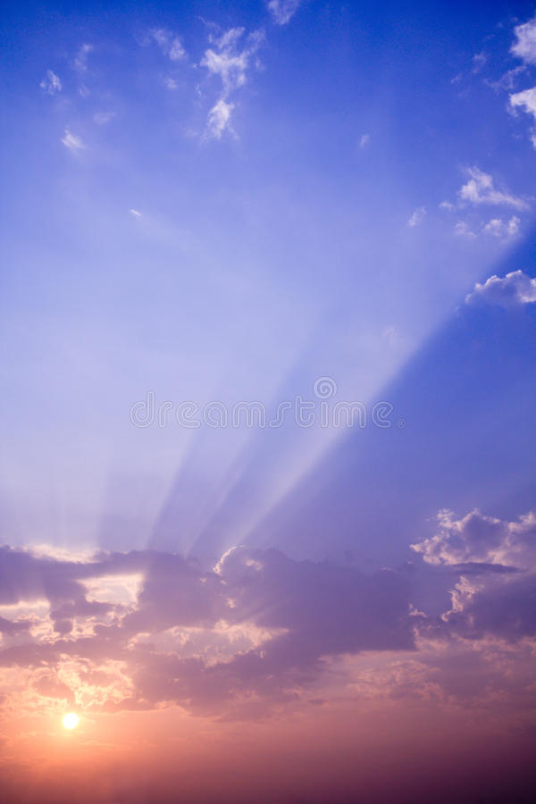 Free Sunset Rays With Cloud Royalty Free Stock Image - 17121656