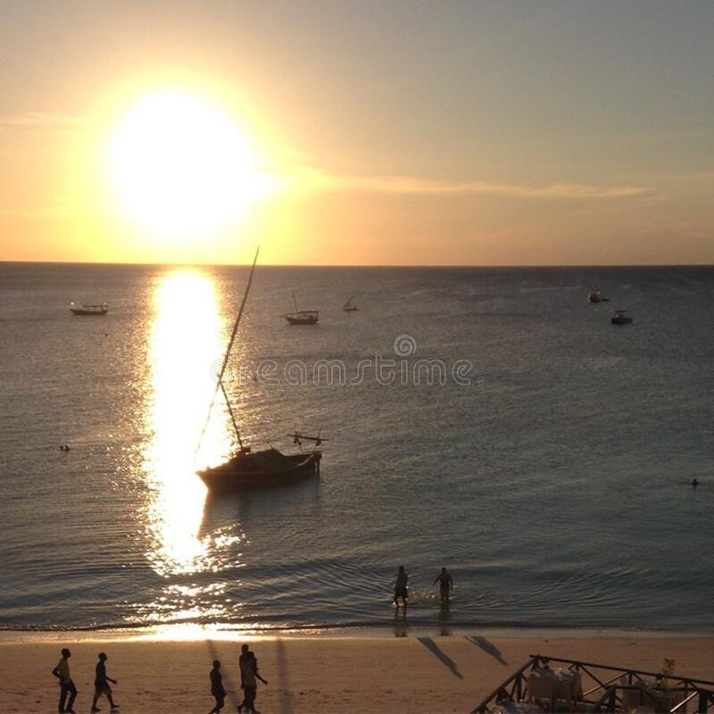 #sunset sobre o #Africa #Zanzibar do #Tanzania da praia de Nungwi imagens de stock