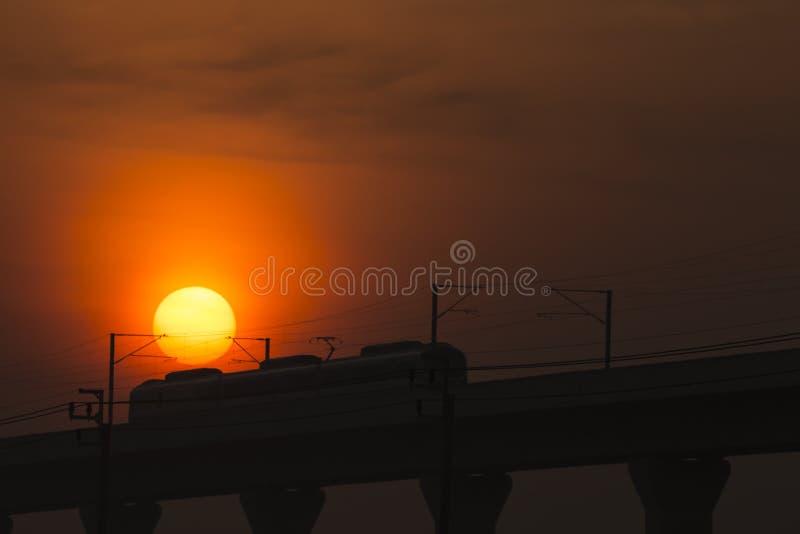 Download Sunset&Transport стоковое изображение. изображение насчитывающей сила - 37925117