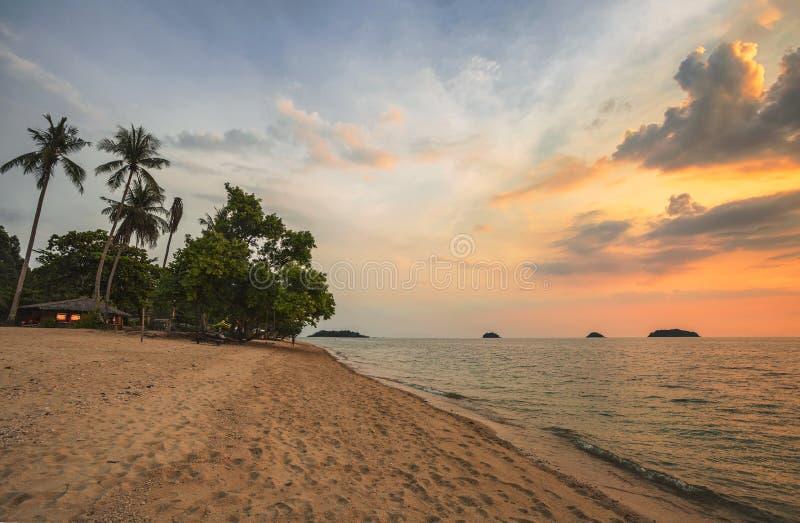 Sunset tropical sombrío imagen de archivo