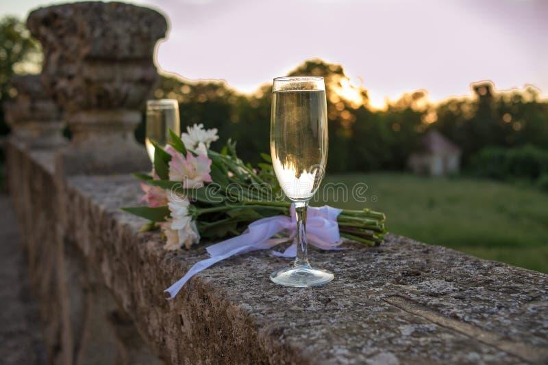 Wedding bouquet, flowers, wedding glasses royalty free stock image
