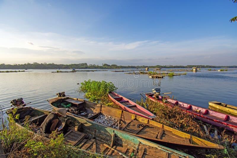 Sunsets Mooi op de banken van de rivier Indonesi? in Java stock foto's