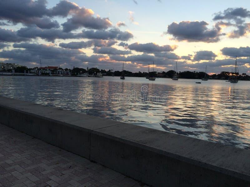 Sunsets op de haven royalty-vrije stock fotografie