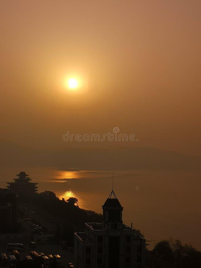 Sunsetting czas i jezioro jesteśmy kolorowi obraz stock