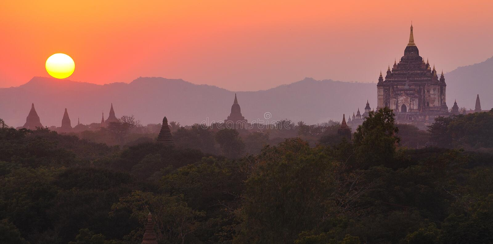 Sunsetting over bagan,myanmar(burma) royalty free stock photos