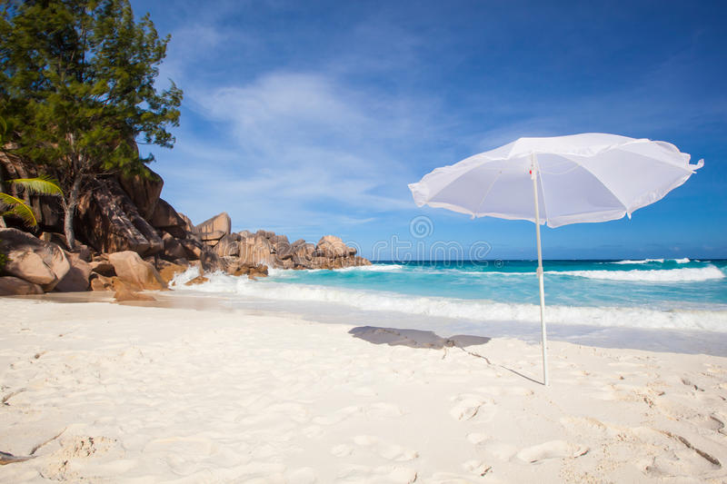 Download Sunshade At A Tropical Beach Stock Image - Image of cloud, palm: 32426815