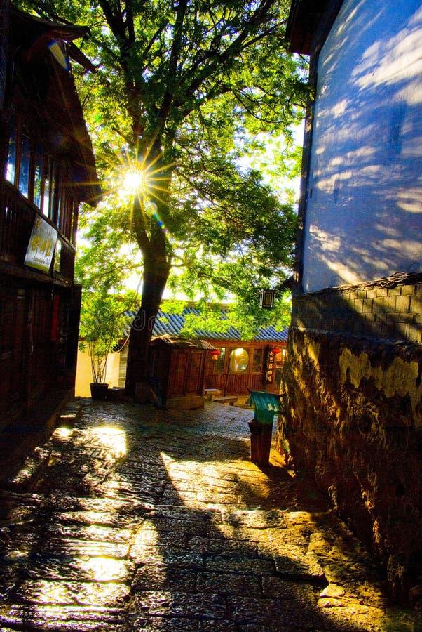 Sunshines da cidade antiga de Lijiang fotografia de stock