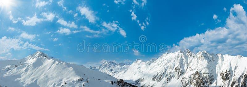 Sunshiny Panorama des Silvretta-Alpen-Winters, Österreich stockfoto