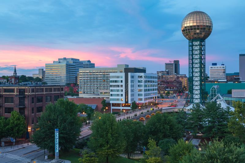 Sunsphere und Knoxville Tennessee Skyline Sunset lizenzfreie stockfotos