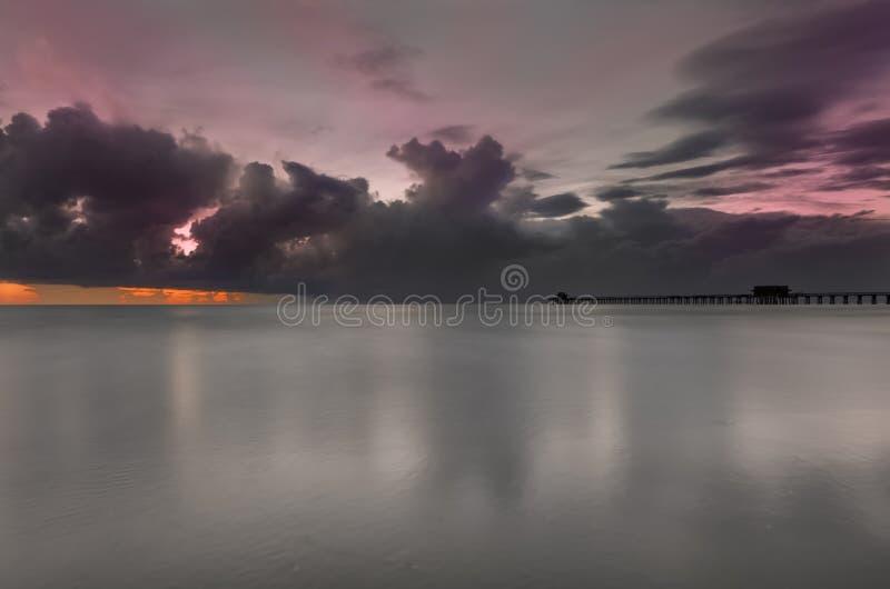 Sunst över havet arkivfoto