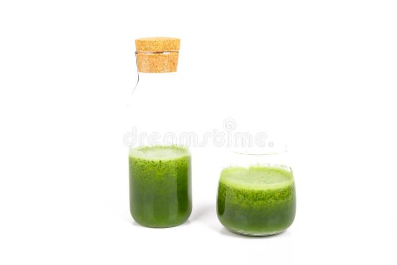 Sunt drinkbegrepp med grönt te med bunken royaltyfri bild