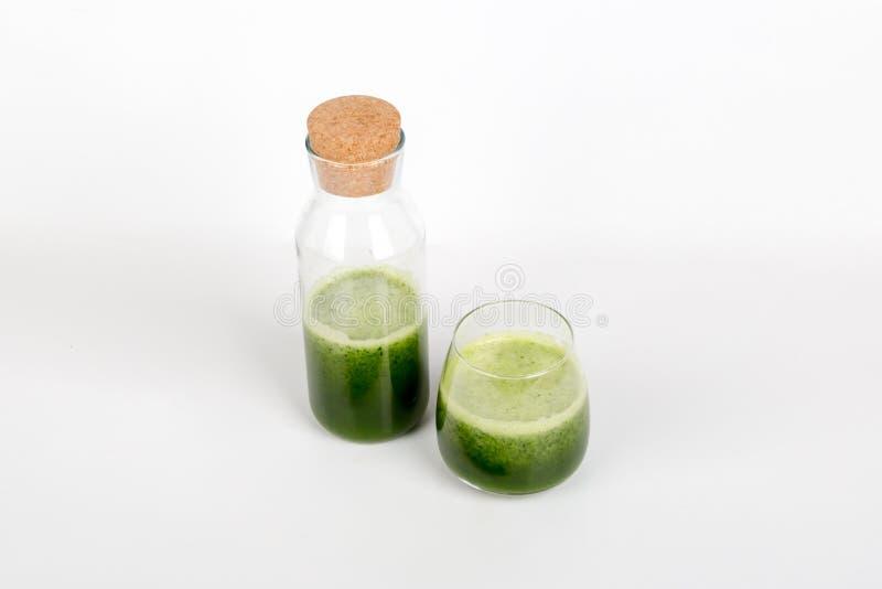 Sunt drinkbegrepp med grönt te med bunken royaltyfria foton