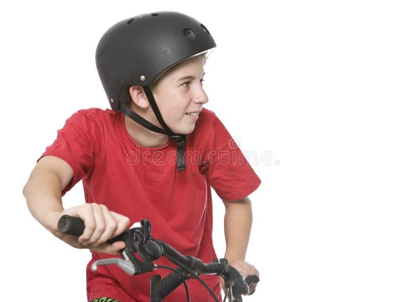 Sunt och aktivt tonårigt på cykeln arkivbild