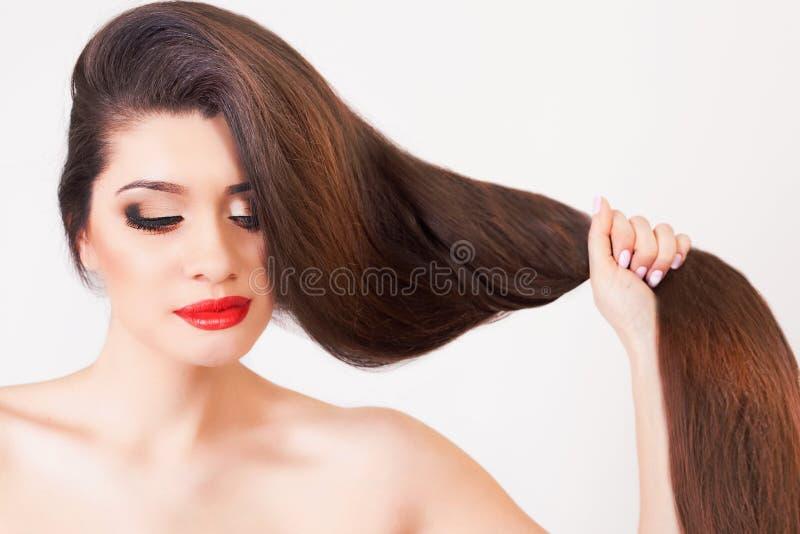 Sunt starkt långt hår arkivfoton