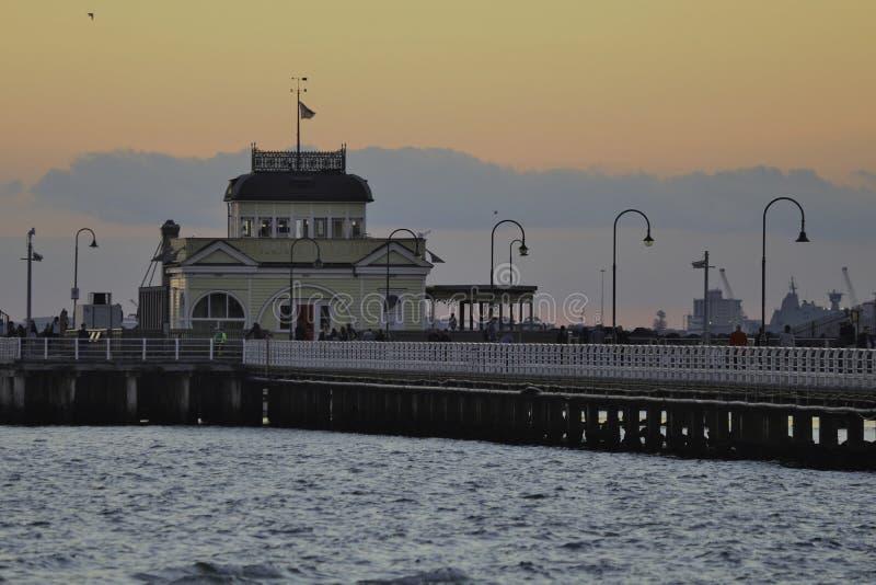 Suntset en St Kilda Pier foto de archivo