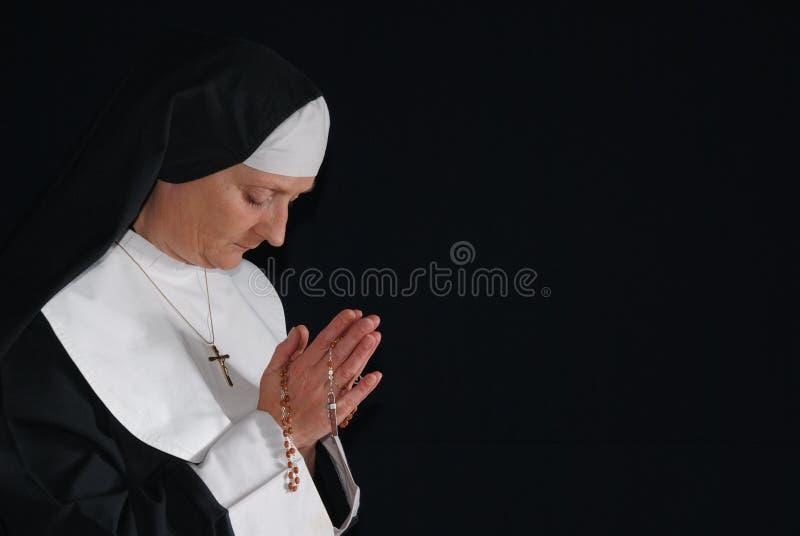 Suora di preghiera immagine stock
