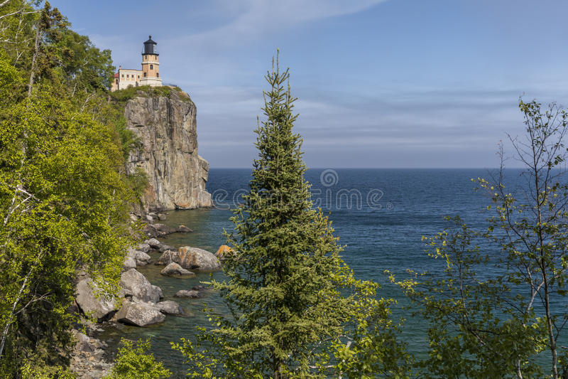 supérieur fendu de roche de phare de lac photographie stock