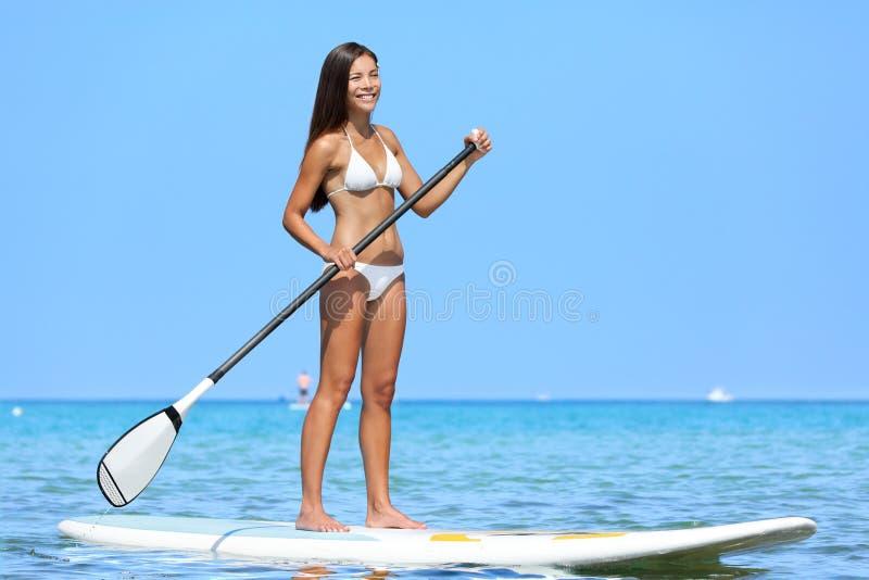 SUP Stoi up paddle deski kobiety paddleboarding zdjęcie royalty free