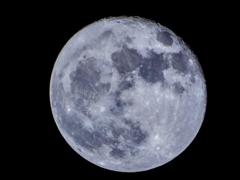 Super blauwe maanmening van Boekarest stock fotografie