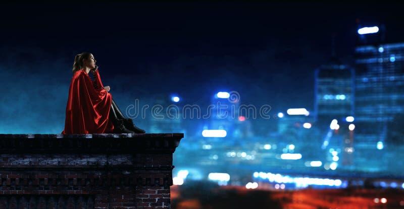 Super bohater na dachu Mieszani środki fotografia royalty free
