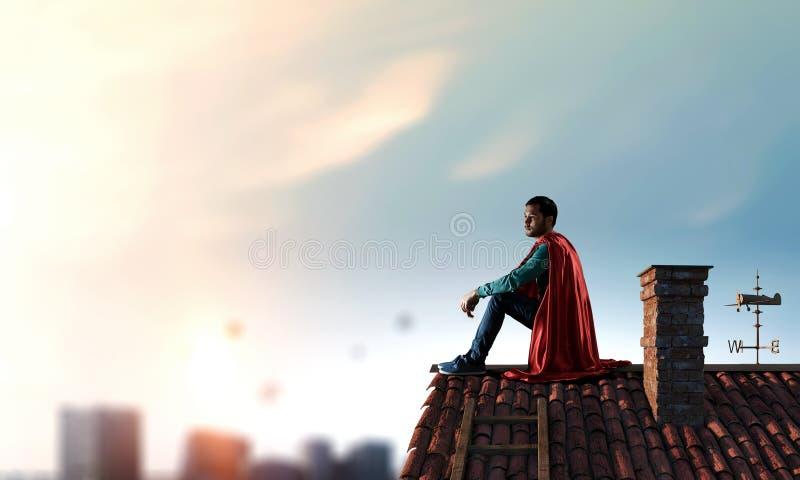 Super bohater na dachu Mieszani środki fotografia stock