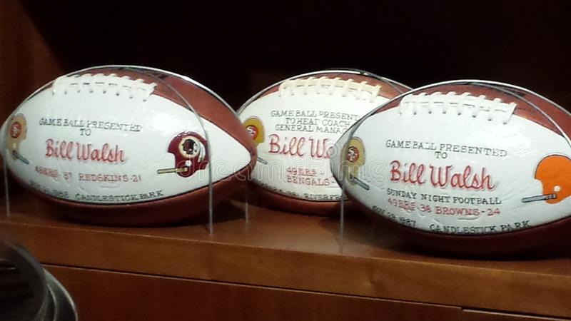 Super Bowl Bill Walsh Footballs SF 49ER stockbilder
