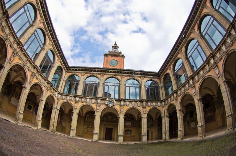 Super brede mening van de oude bibliotheekbouw, stad van Bologna, Italië royalty-vrije stock foto's