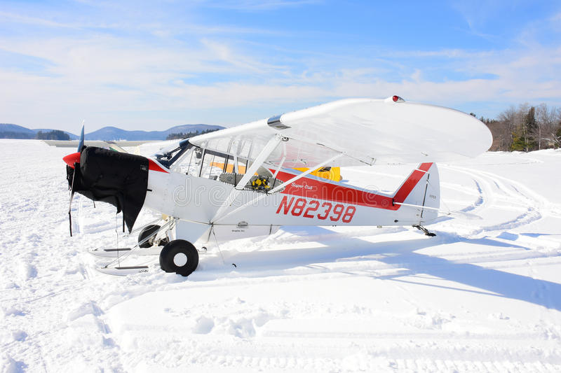 Piper PA-12 Super Cruiser - Touch 'n Go Stock Photo - Image of
