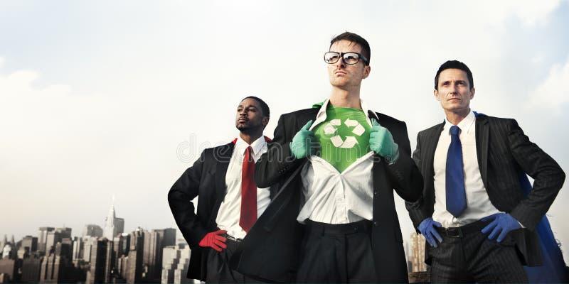 Super héroes del negocio en el horizonte de la ciudad fotos de archivo