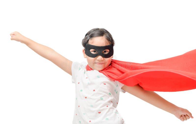 Super héros de jeux de petit enfant d'isolement photos libres de droits
