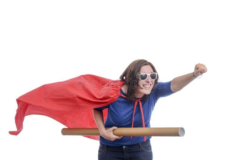 Super-herói da mulher com cabo vermelho e empacotamento, brancos imagens de stock royalty free