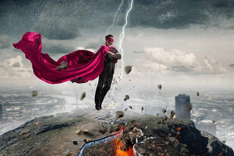 Super mężczyzna w niebie obrazy stock