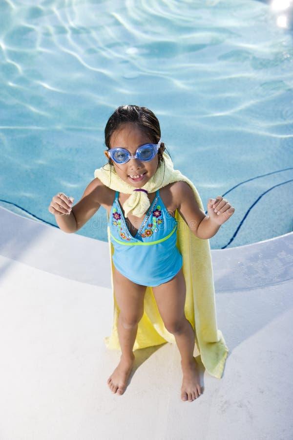 Super meisje dat de pool beschermt royalty-vrije stock foto