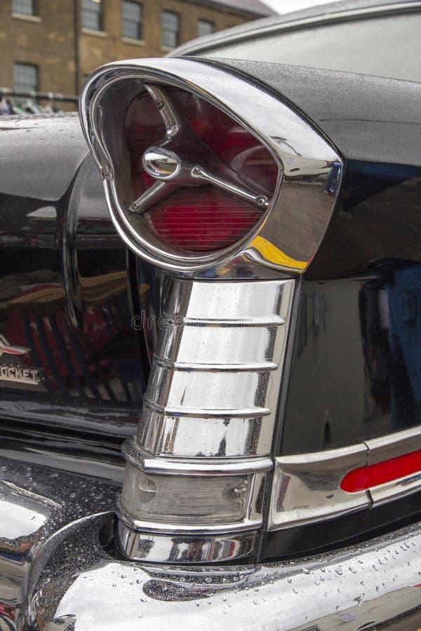 1957 Super 88 Oldsmobile bij de jaarlijkse Klassieke Autotentoonstelling en Uitstekende Kledingsmarkt bij royalty-vrije stock foto's