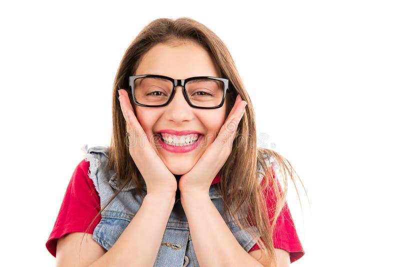 Super opgewekte heldere vrouw die bij camera glimlachen stock afbeeldingen