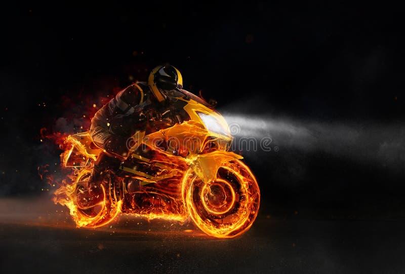 Super-Sportfeuer motorbiker in der Dunkelheit lizenzfreies stockfoto