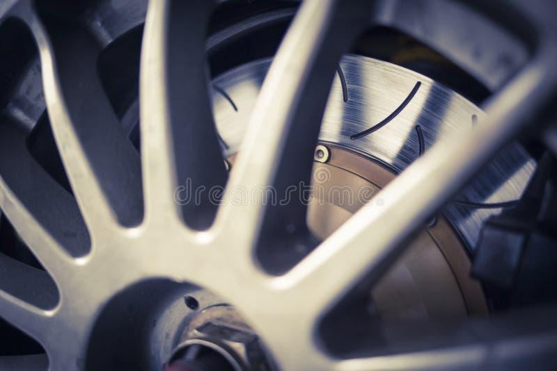 Super sportowego samochodu aliażu koła dyska hamulec fotografia royalty free