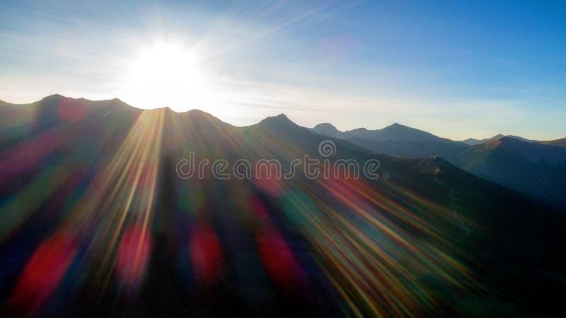 Super zonnestraal over een wildernisbergketen in Idaho royalty-vrije stock afbeelding