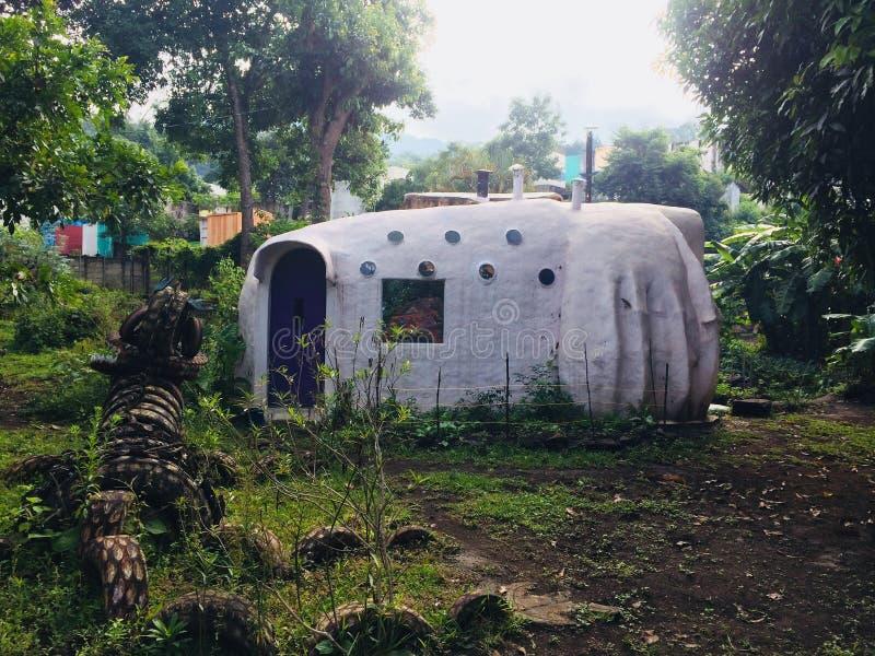 Superadobe'shuis in Guatemala royalty-vrije stock afbeelding