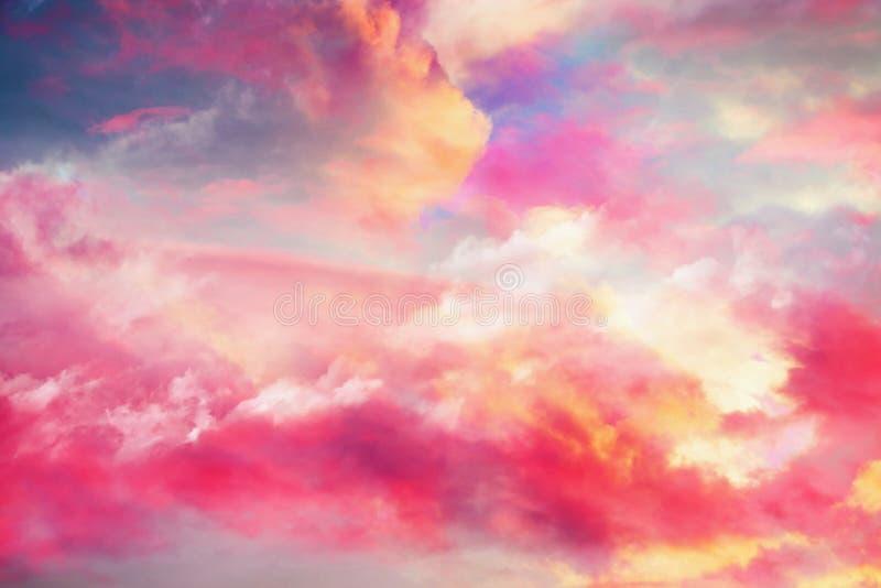 Superbe paysage de nuages colorés vv images stock