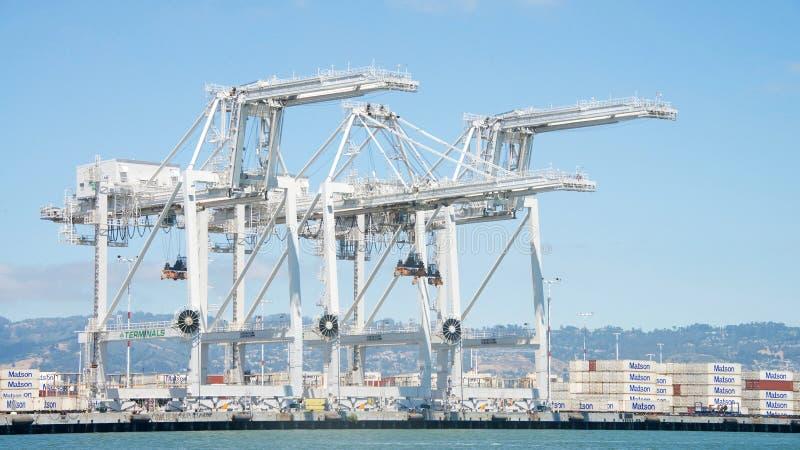 Superbeitrag Panamax streckt sich am Hafen von Oakland stockfotos
