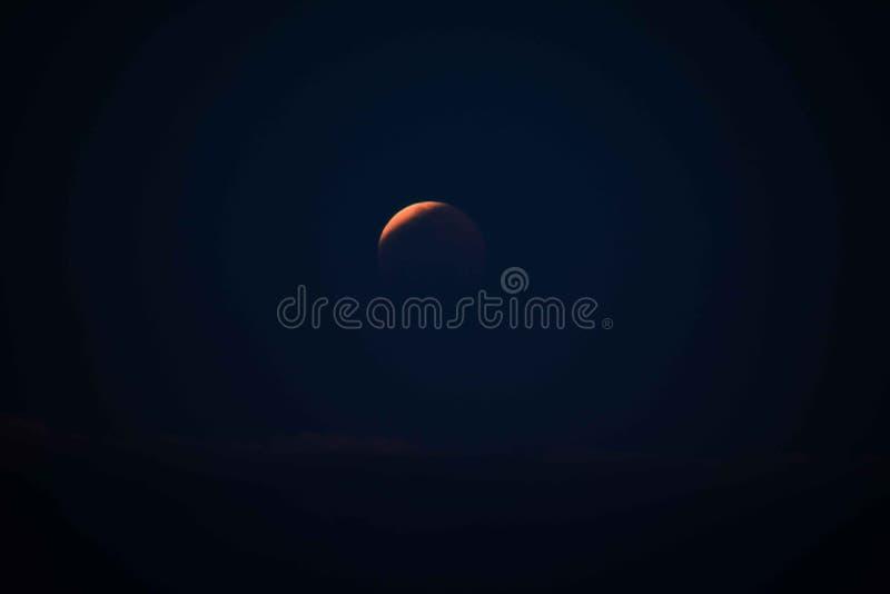 Superblut Wolf Moon Eclipse über Lanikai, Hawaii 2019 lizenzfreie stockfotografie