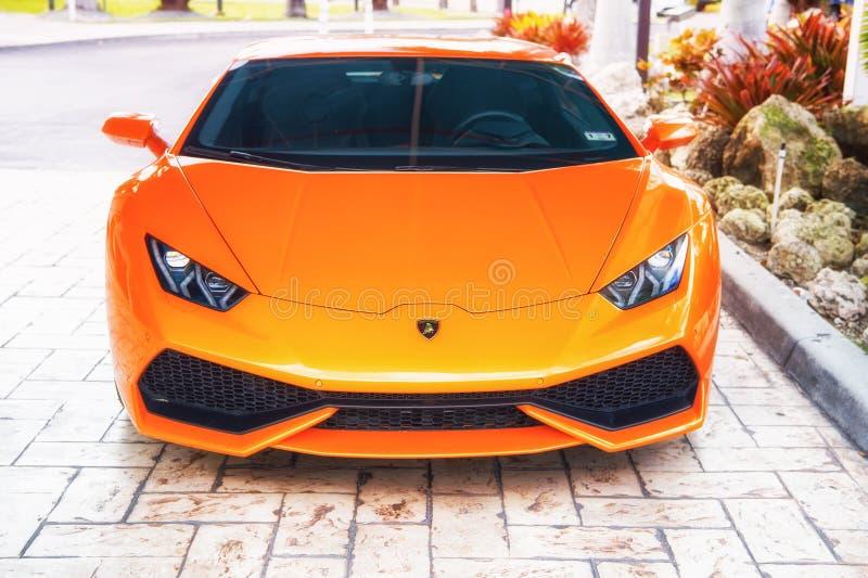 Supercar Lamborghini Aventador桔子 免版税库存照片