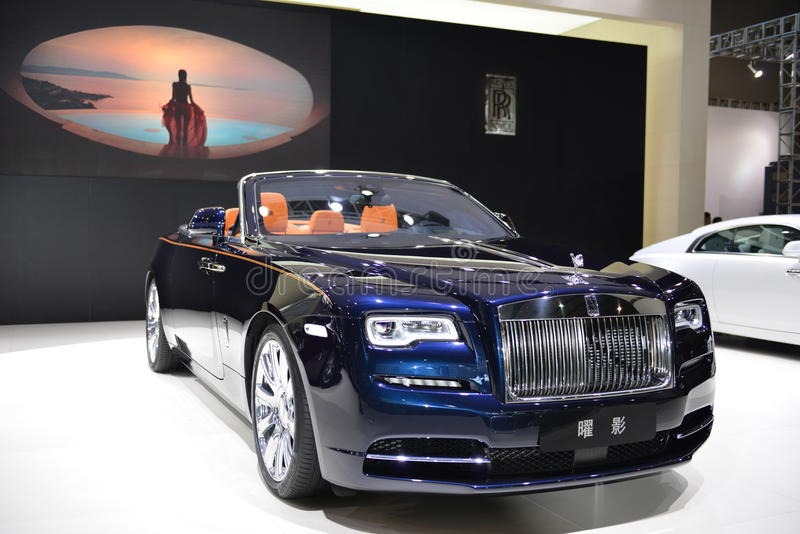 Supercarro do convertible do alvorecer de Rolls royce imagem de stock