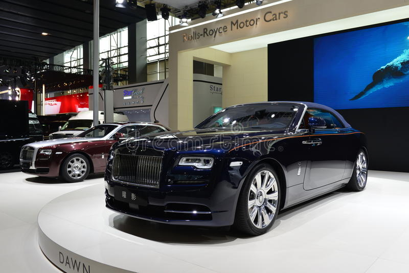 Supercarro do convertible do alvorecer de Rolls royce imagens de stock royalty free