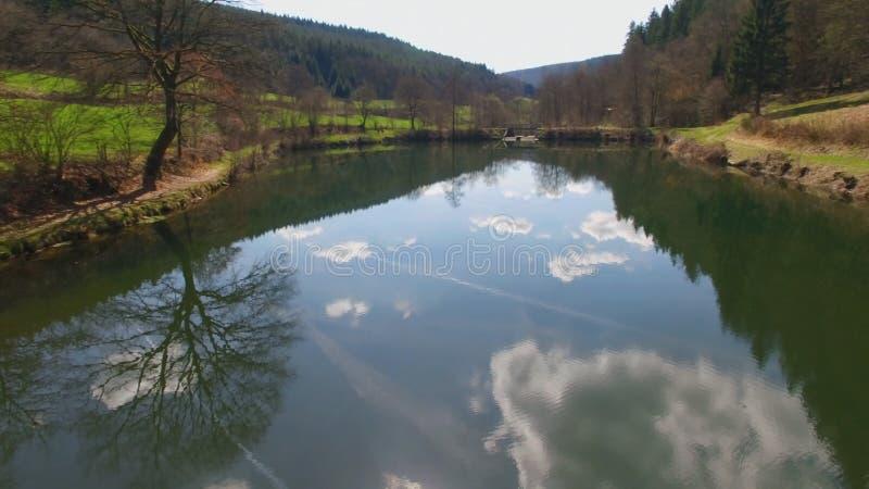A superfície da água do Eutersee está refletindo as nuvens fotografia de stock